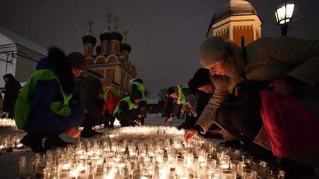 Eine Kundgebung zum Schutz des Lebens von Kindern vor der Geburt vor der Kirche des Ehrwürdigen Sergius von Radonesch im Wysoko-Petrowski-Kloster in Moskau.