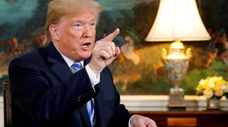US-Präsident Donald Trump nach der Unterzeichnung der Proklamation, mit der sich die USA aus dem Atomabkommen mit dem Iran zurückzogen (8. Mai 2018)