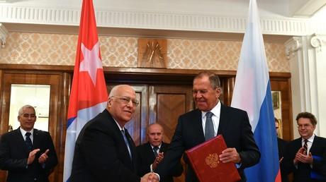 Der Außenminister der Russischen Föderation Sergej Lawrow und der stellvertretende Vorsitzende des Ministerrates der Republik Kuba Ricardo Cabrisas bei einem Treffen in Moskau. (Symbolbild)