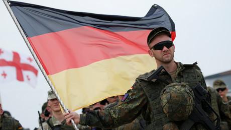 Deutscher Soldat in Georgien bei einer NATO-Großübung. Für den ehemaligen DDR-Diplomaten Bernd Roth gehört das mit zur verpassten Chance, aus Deutschland und Europa nach Ende des Kalten Krieges ein stabiles Konstrukt zu machen.