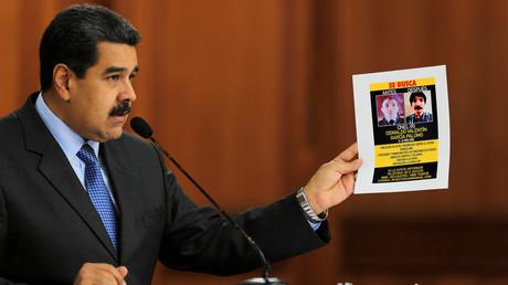 Nicolas Maduro präsentiert einen Fahndungsaufruf nach mutmaßlichen Mittätern des gescheiterten Attentats auf den venezolanischen Präsidenten.