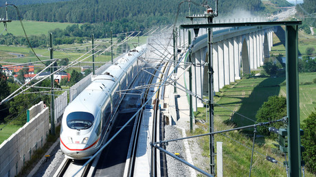 Zieht viele Fahrgäste an: ICE auf der Neubaustrecke Berlin-München
