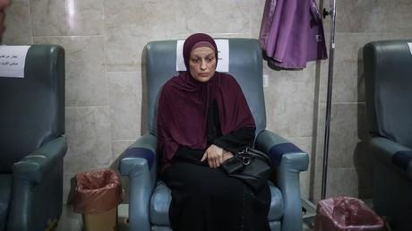Asmaa al-Bahnasawi denkt auch an ihre Kinder und ihre Familie - ihre Krebsbehandlung wurde wegen des Mangels an Chemotherapeutika verweigert.
