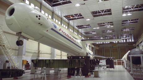 Maßstabgetreues Modell eines wiederverwendbaren Boosters der ersten Stufe des Typs Baikal.