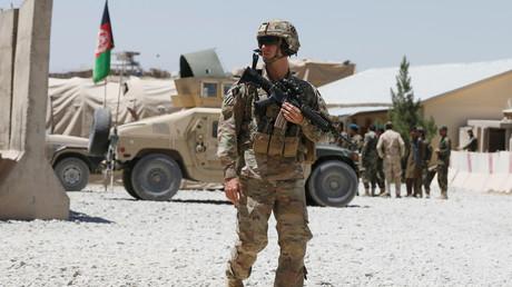 Ein US-Soldat bewacht einen Stützpunkt der Afghanischen Nationalarmee (ANA) in der Provinz Logar, Afghanistan, 5. August 2018.