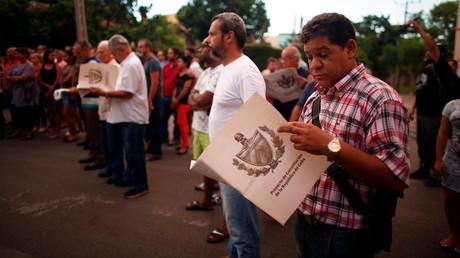 Kubaner diskutieren den Entwurf zur Verfassungsreform auf einer öffentlichen Versammlung in Havanna.
