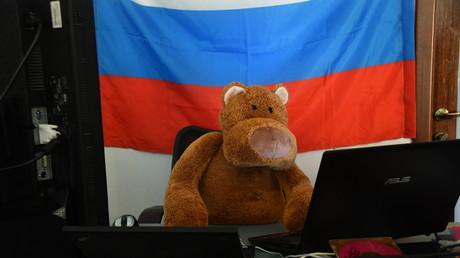 Russischer Kreml-Hacker in Aktion. Diesmal hat er, weil er einfach nicht anders kann, republikanische Think-Tanks und den US-Senat ins Visier genommen...