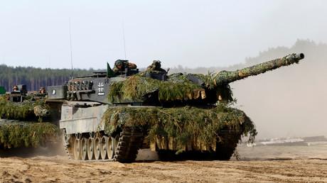 Kampfpanzer vom Typ Leopard 2 bei einem NATO-Manöver in Litauen im Rahmen der