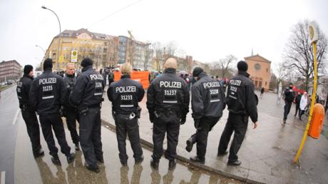 Pensionäre als Nachwuchs? Berliner Polizisten bei einer Demonstration im Wedding, Februar 2018