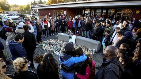 Gedenken der Opfer an der Trollhättan Schule. Ein maskierter Mann griff Schüler mit einem Schwert an. Der Angreifer handelte aus Hass gegen Ausländer, Schweden, 23. Oktober 2015.