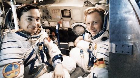 Falscher Raumanzug? Sigmund Jähn (rechts) als erster Deutscher im All neben seinem sowjetischen Kosmonautenkollegen Waleri Bykowski 1978