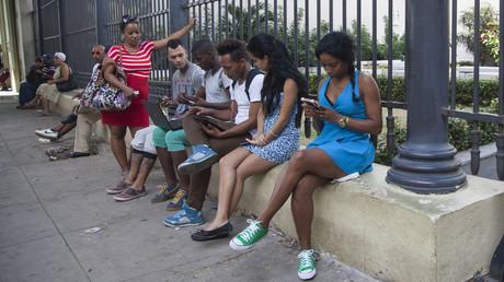 Immer mehr Kubaner nutzen das Internet. Daraus ergeben sich neue Möglichkeiten zur Einflussnahme seitens der bestehenden US-Propagandakanäle.