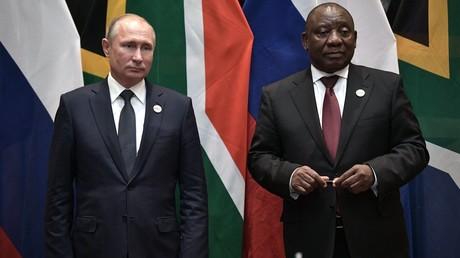 Der russische Präsident Wladimir Putin mit dem südafrikanischen Präsidenten Cyril Ramaphosa, Johannesburg, Südafrika, 26. Juli 2018.