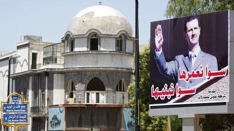 Altstadt von Homs: Eine Reklametafel zeigt den syrischen Präsidenten Baschar al-Assad. Die Altstadt war jahrelang eine Hochburg der Aufständischen.