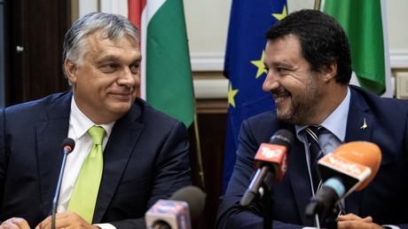 Orban und Salvini bei der Pressekonferenz nach ihrem Treffen in Mailand