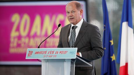 Der deutsche Vizekanzler und Finanzminister Olaf Scholz tritt an der Sommeruniversität des französischen Arbeitgeberverbands Medef bei Paris am 29. Augist in Paris auf.