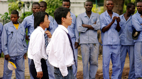 Chinesische Arbeitgeber und Arbeiter im Kongo