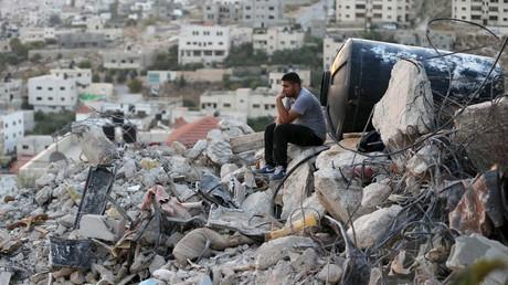 Ein Palästinenser auf den Trümmern seines Hauses, Dschenin, 1. September 2015