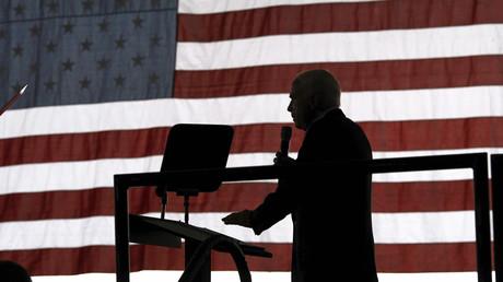 John McCain während einer Wahlkampfkundgebung in Moon Township, Pennsylvania, am 3. November 2008.