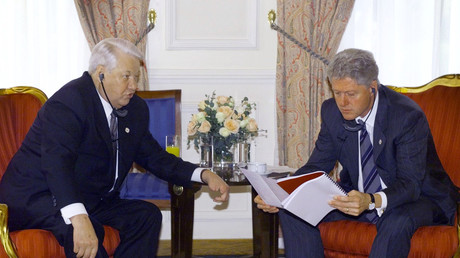 US-Präsident Bill Clinton trifft den russischen Präsidenten Boris Jelzin am 18. November 1999 in Istanbul.