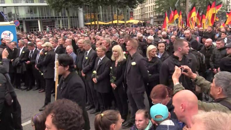 Chemnitz: Störungen und Proteste gegen AfD-Trauermarsch