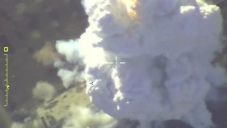 Russisches Verteidigungsministerium veröffentlicht Video von Luftangriffen aus Idlib
