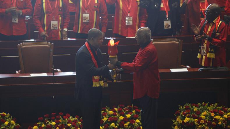 Angolas Ex-Präsident José Eduardo dos Santos gibt Parteiführung ab