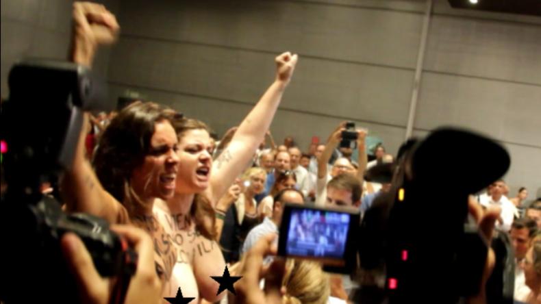 Pfiffe und Klatschen: FEMEN-Frauen ziehen in Spanien gegen Leihmutterschaft blank