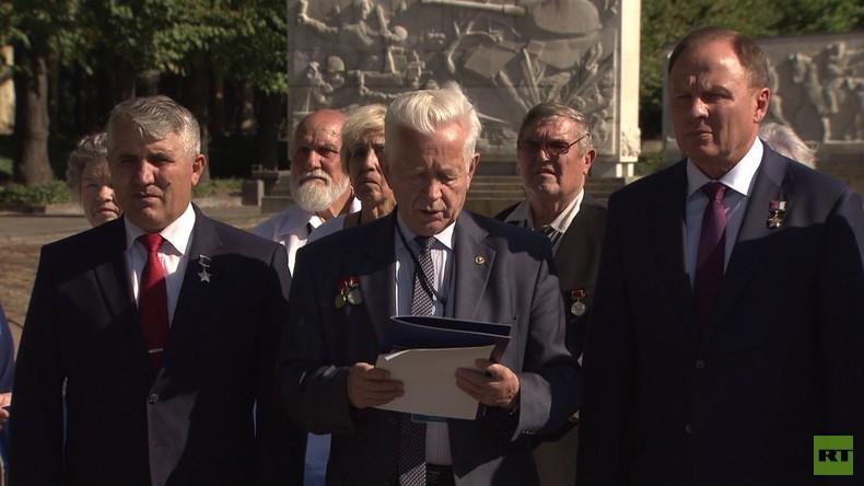 Der Faschismus ist wieder auf dem Vormarsch - ehemalige KZ-Gefangene warnen (Video)