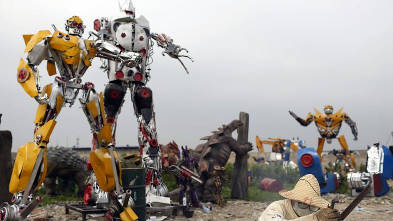 Die Transformer kommen: Riesiger Roboter fährt durch Peking und sorgt für Verkehrschaos