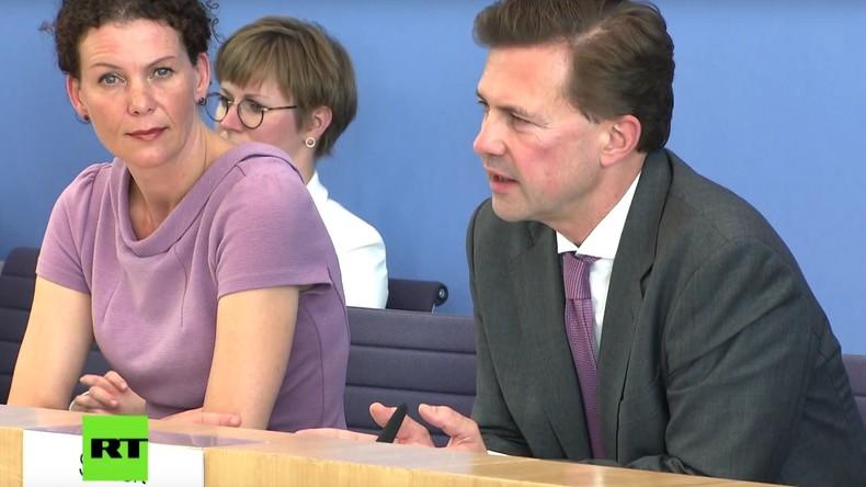 Arroganz der Mächtigen: Merkel-Sprecher machen sich über Völkerrecht und Bundestagsgutachten lustig