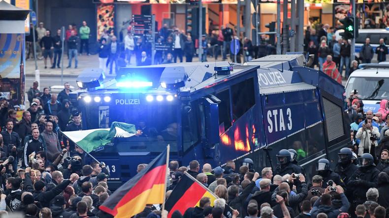 """Zweite Haftstrafe binnen 24 Stunden wegen """"Hitlergrußes"""" bei Demo in Chemnitz"""