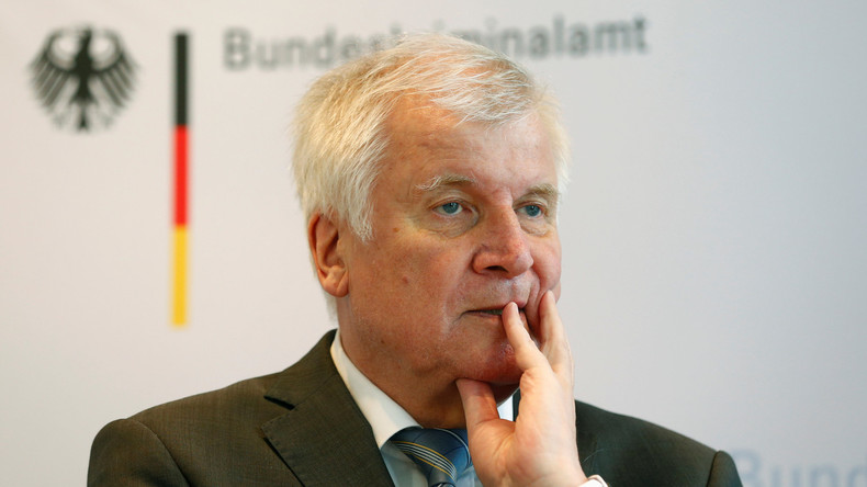 Migrantenverbände fordern Horst Seehofers Rücktritt