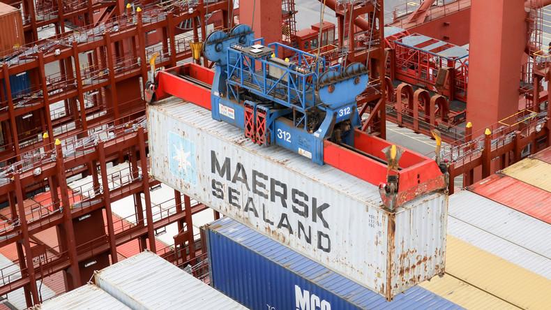 Fast zweimal schneller als durch Suezkanal: Dänisches Containerschiff durchfährt Nordostpassage