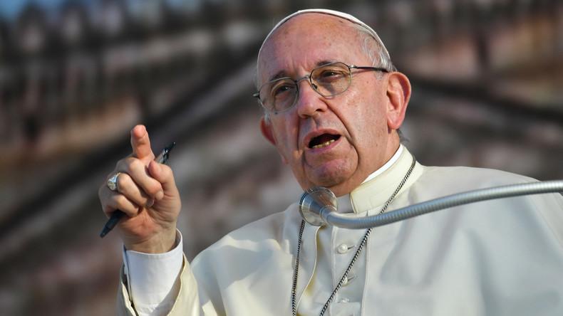 """""""Sex ist eine Gabe Gottes, kein Tabu"""": Papst Franziskus klärt Jugend über körperliche Liebe auf"""