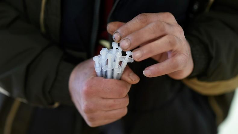 Nicht des Betens wegen: Irische Drogensüchtige besuchen Kirche, um Spritzen im Weihwasser zu waschen
