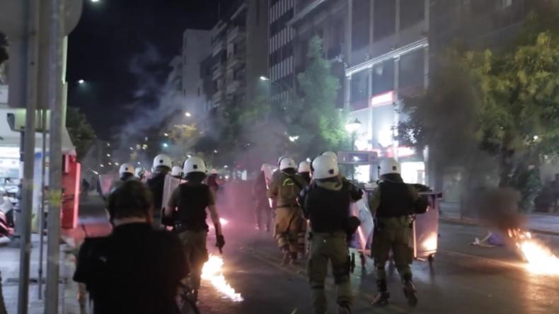 Griechenland: Antifa-Anhänger bescheren Polizisten einen Regen aus Molotow-Cocktails