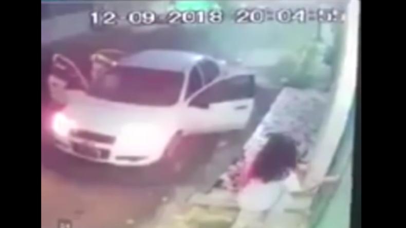 Mexiko: Kamera filmt Entführung junger Studentin durch drei schwarzgekleidete Männer