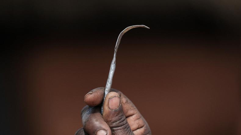 Bezahlte Werbung für weibliche Genitalverstümmelung erscheint auf Twitter – Nutzer empört