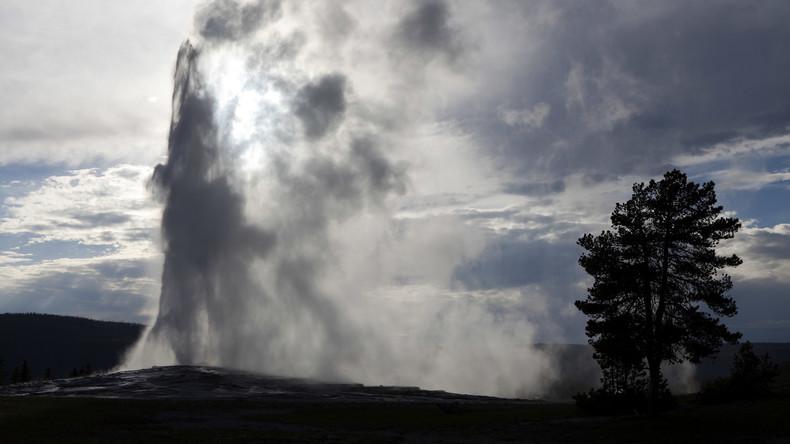 Tourist pinkelt in Yellowstone-Geysir – Festnahme wegen Verletzung mehrerer Sicherheitsregeln