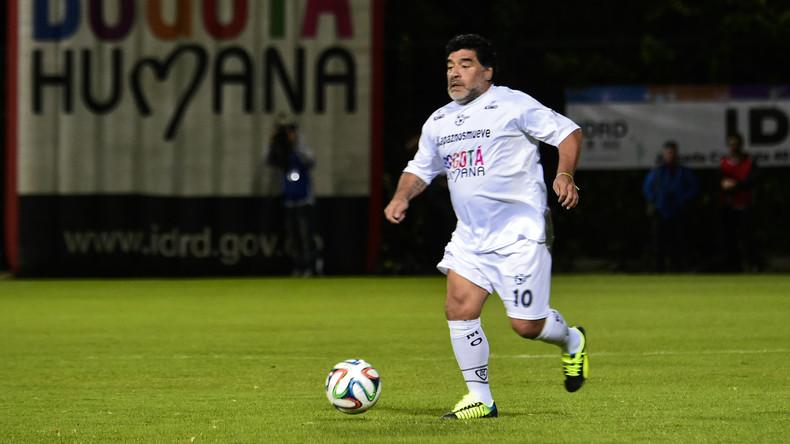 Diego Maradona spendet 100 unterschriebene Bälle für Flut-Opfer in Mexiko