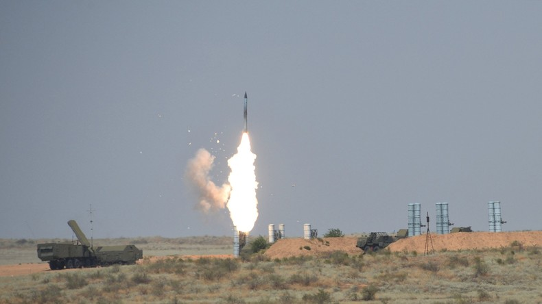 Reaktion auf Abschuss von Il-20: Russland rüstet syrische Armee mit S-300-Flugabwehrsystemen aus