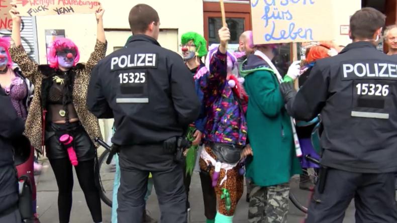 """Berlin: """"Abtreiben bis zum Volkstod"""" – Festnahmen bei Störaktionen gegen Pro-Life-Marsch"""