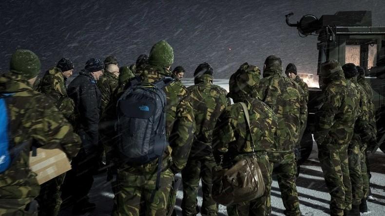 size 40 bbe52 a3038 Sehr Kalter Krieg: Holländische Soldaten müssen warme ...