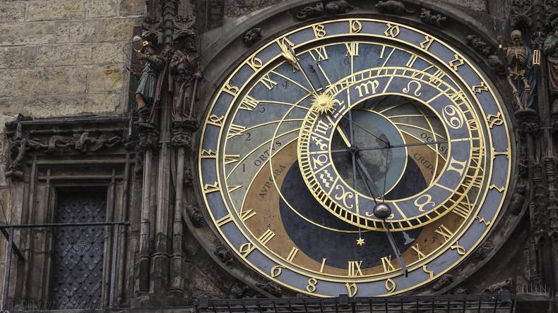 Astronomische Uhr am Prager Altstädter Rathaus läuft nach langer Pause wieder rund
