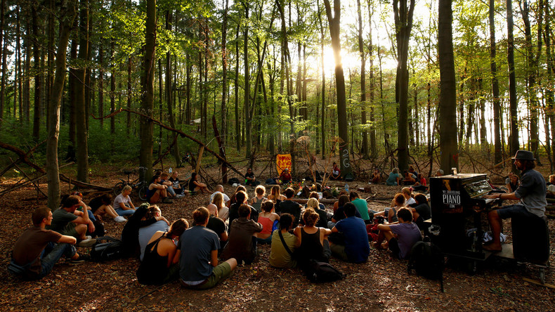 Polizei räumt 77 Baumhäuser im Hambacher Forst - Demonstration gegen Rodung