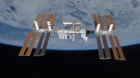 Russen flicken Luftleck auf ISS mit Zahnbürste und Panzerband - US-Kommandant verweigert Mitarbeit