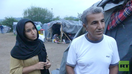 Vater und Tochter aus Basra/Irak. Sie wollen weiter nach Deutschland, wo schon die Ehefrau und Mutter mitsamt dem Sohn lebt.