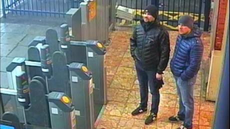 Diese Aufnahme aus einer Überwachungskamera in Salisbury zeigt die beiden Männer, die Scotland Yard für das Attentat auf die Skripals verantwortlich macht.