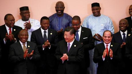 Freudige Stimmung auf dem Gipfel in Peking: Chinas Präsident Xi Jinping umringt von afrikanischen Staatschefs.